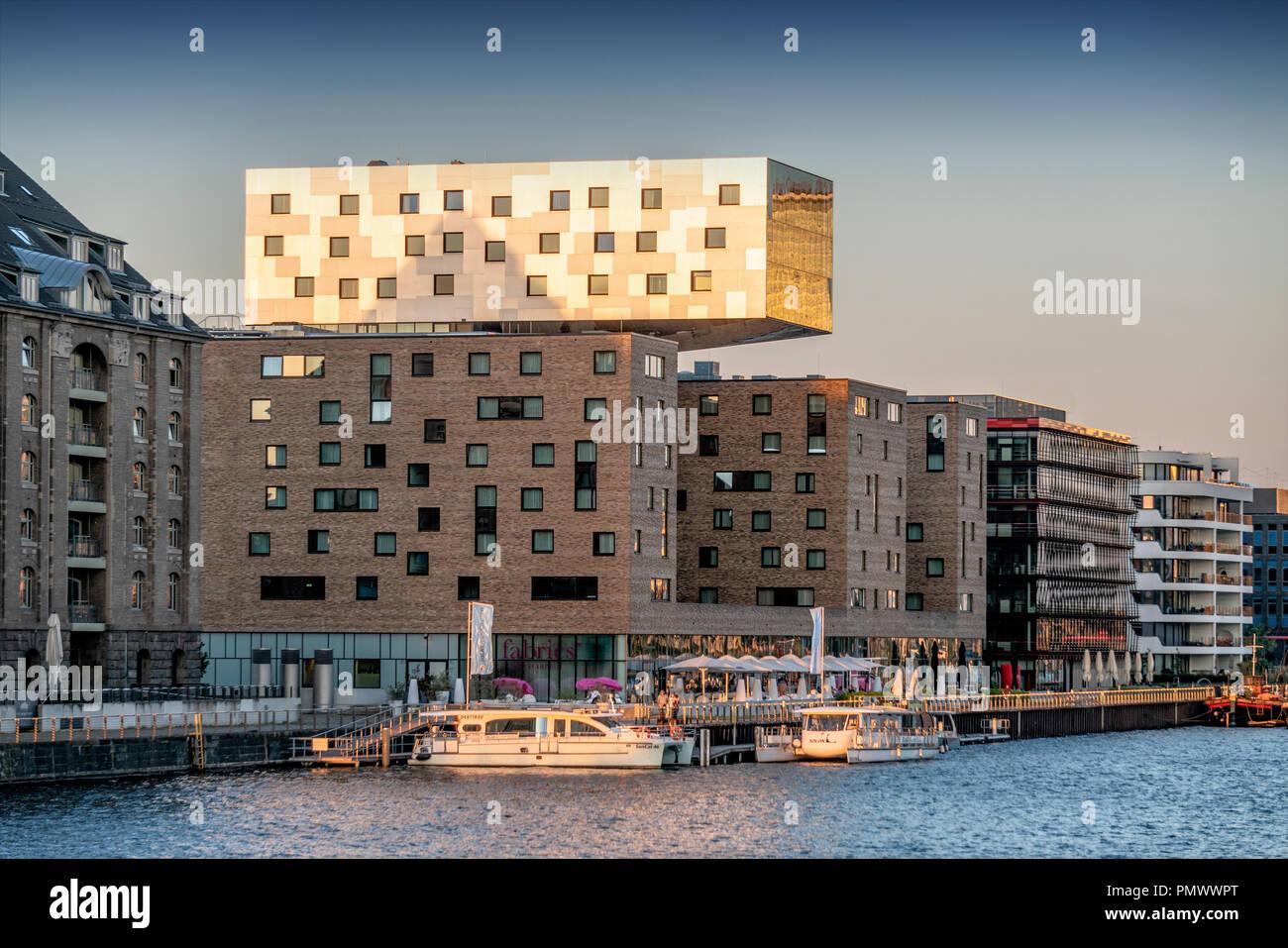F NH Hotel à Friedrichshain, Spree, Berlin Friedrichshain Banque D'Images