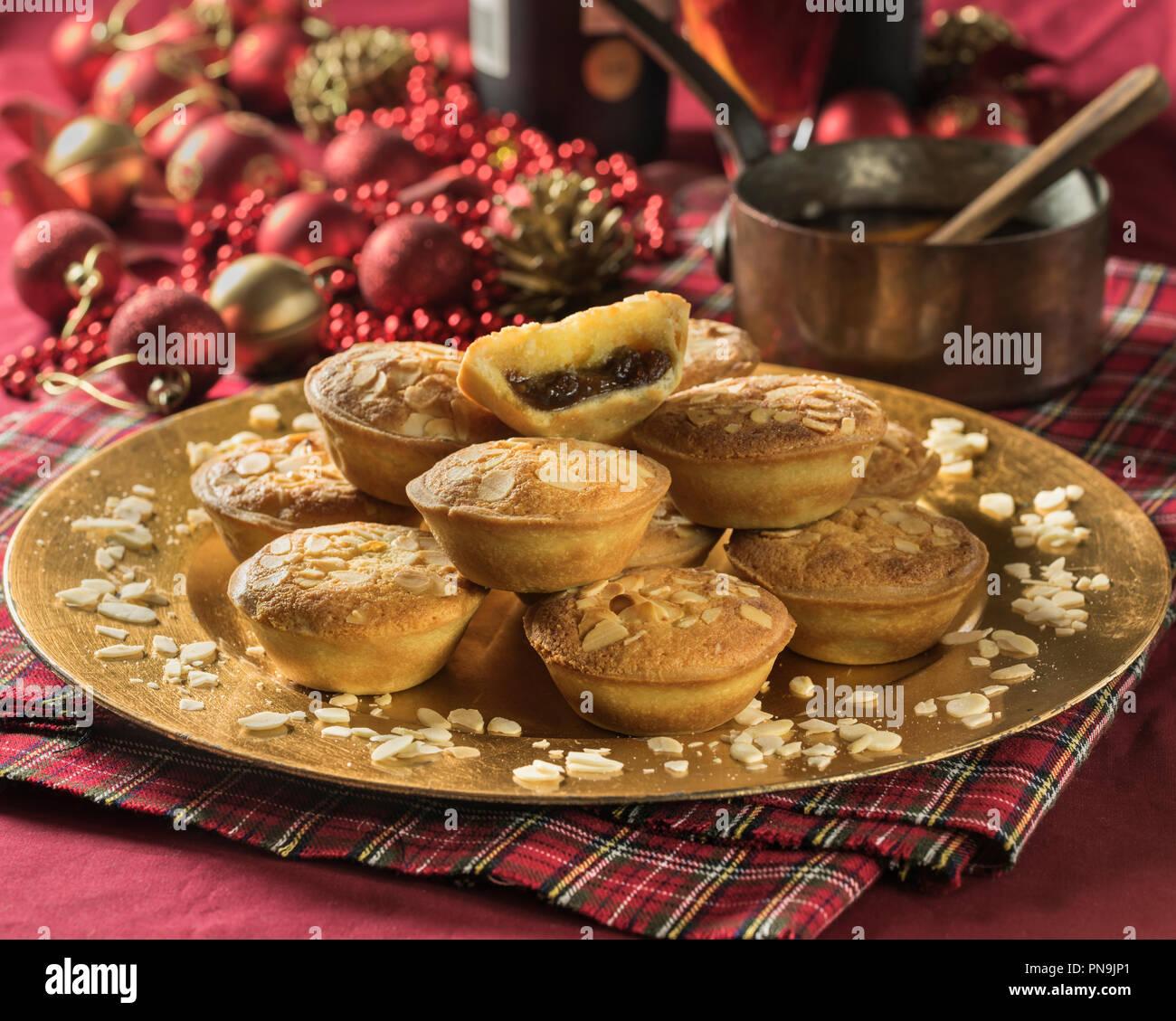 Frangipane tartelettes avec garniture aux amandes. Repas de fête UK Photo Stock