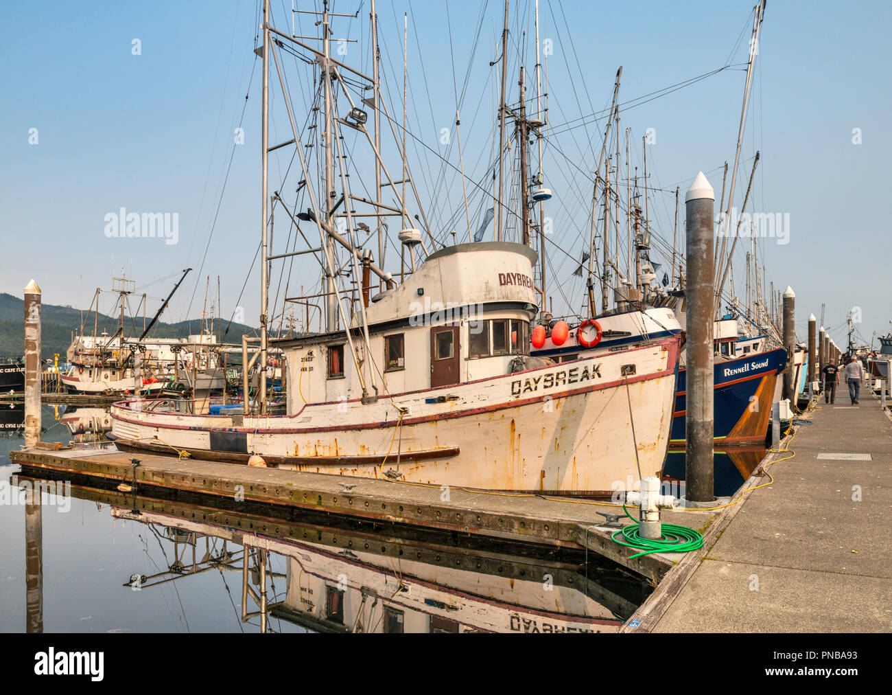 Bateaux de pêche au port de plaisance, Makah Neah Bay, Réserve indienne Makah, Olympic Peninsula, Washington State, USA Photo Stock