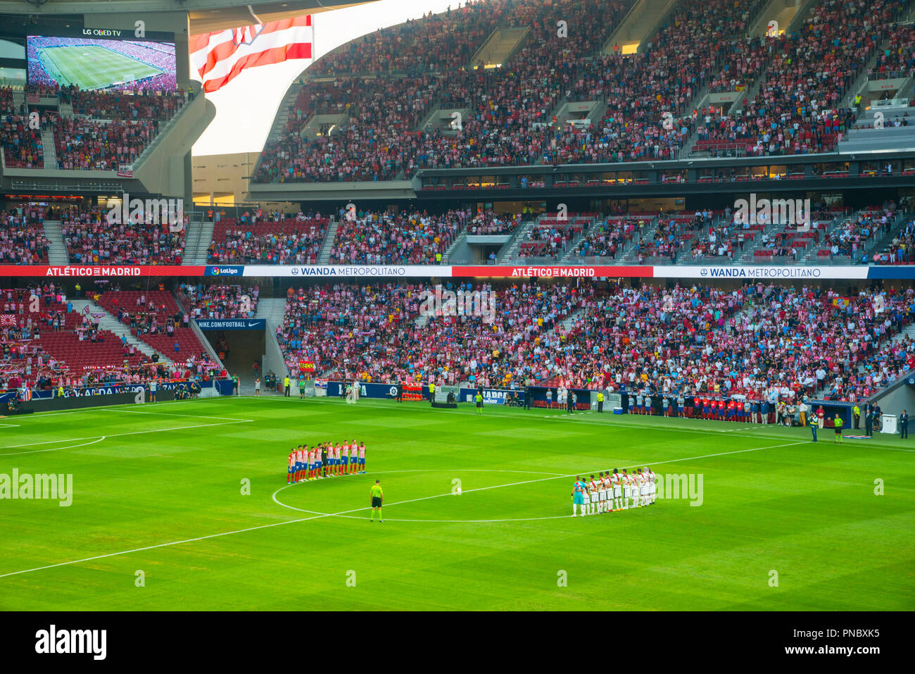 Moment de silence avant un match de football. Wanda stade Metropolitano, Madrid, Espagne. Photo Stock