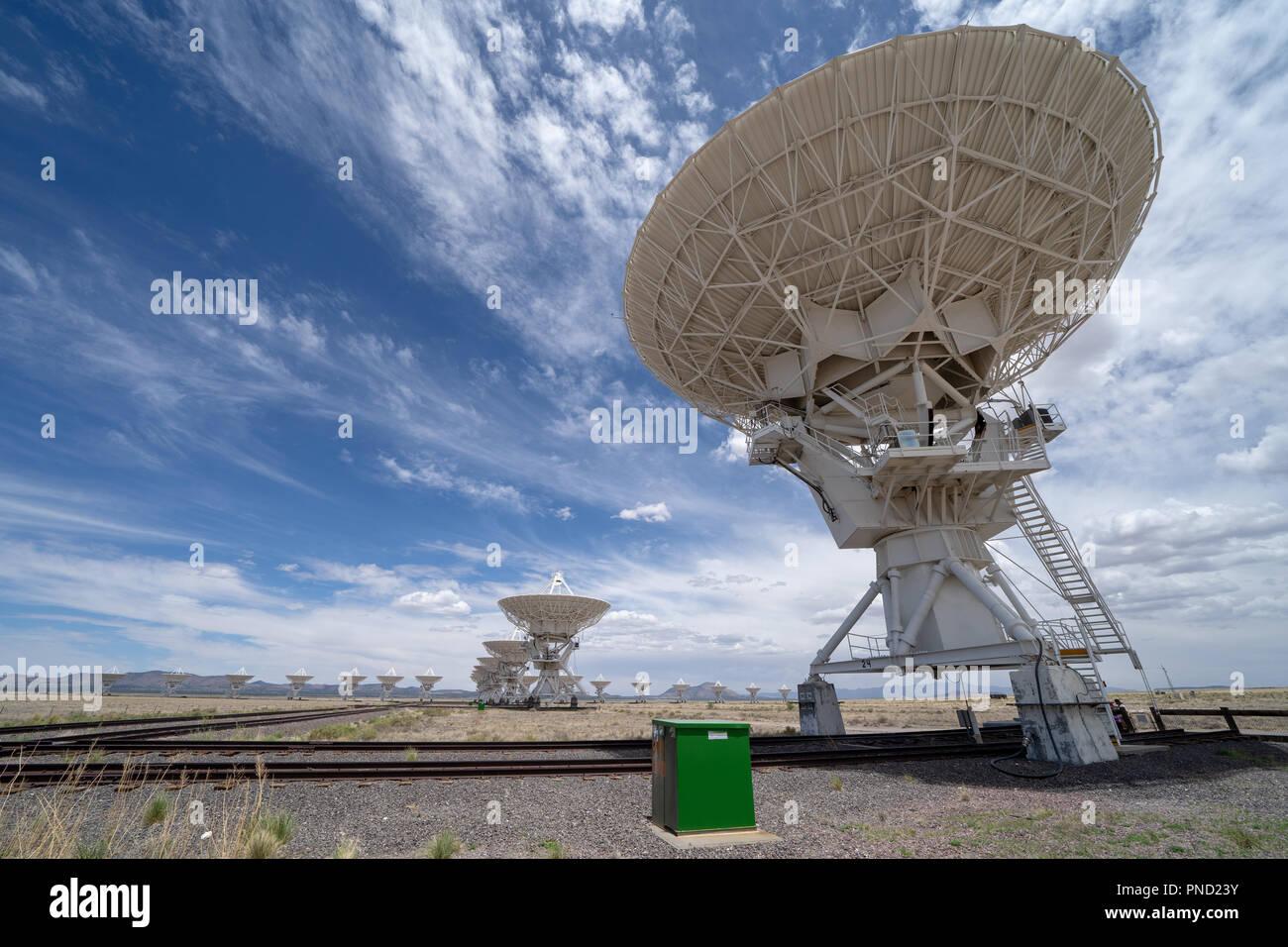 Vue grand angle du Very Large Array centre de communication par satellite dans le Nouveau Mexique à l'été Banque D'Images