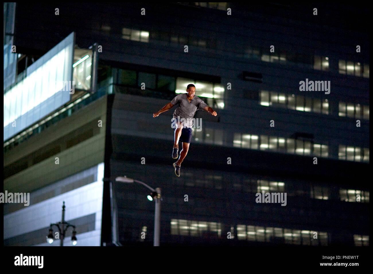 PROD DB © Overbrook Entertainment/médias relativité / DR HANCOCK de Peter Berg 2008 États-Unis Will Smith voler-immeuble-hurler/crieur public Photo Stock