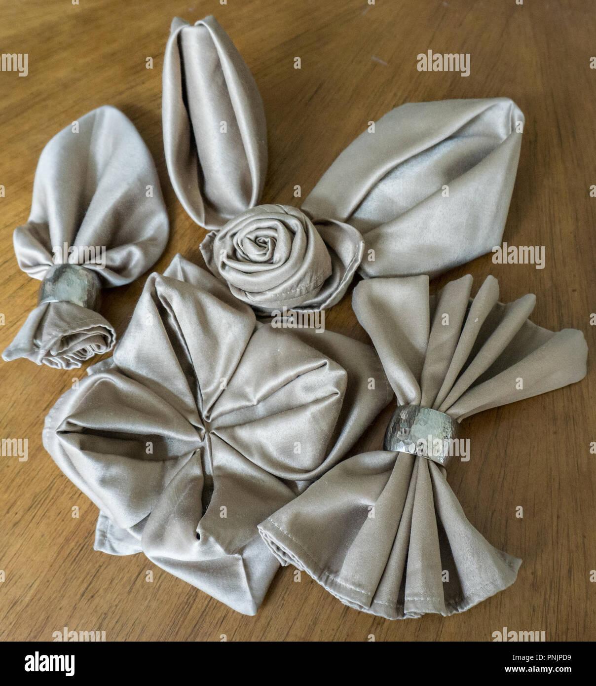 Pliage De Serviette Original brillant or assortmente original différents pliages de
