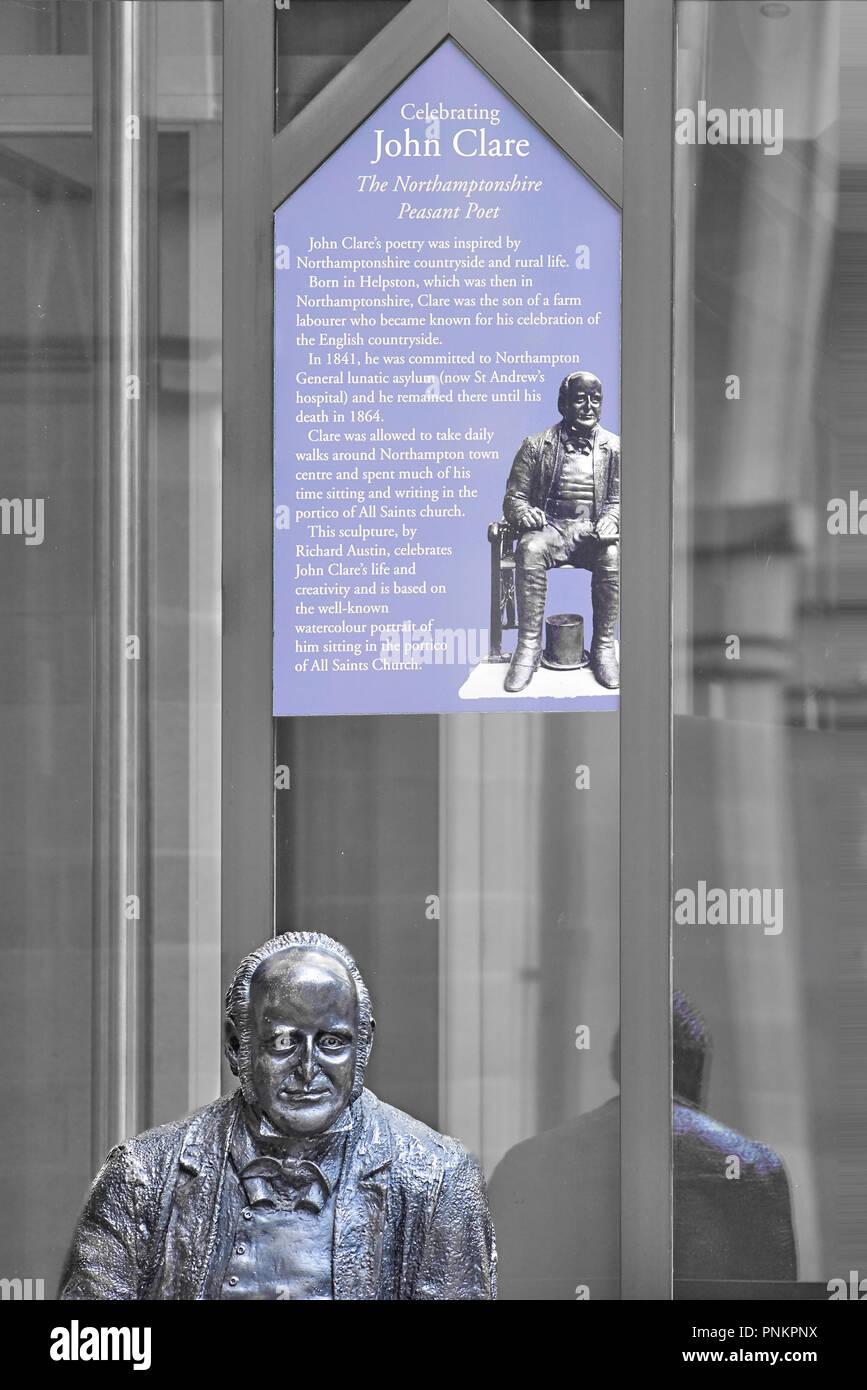 Statue de métal et courte biographie de Joyhn Clare, poète, dans la cour à la Guildhall, accueil et bureaux de Northampton Town Council, à Northampton Photo Stock