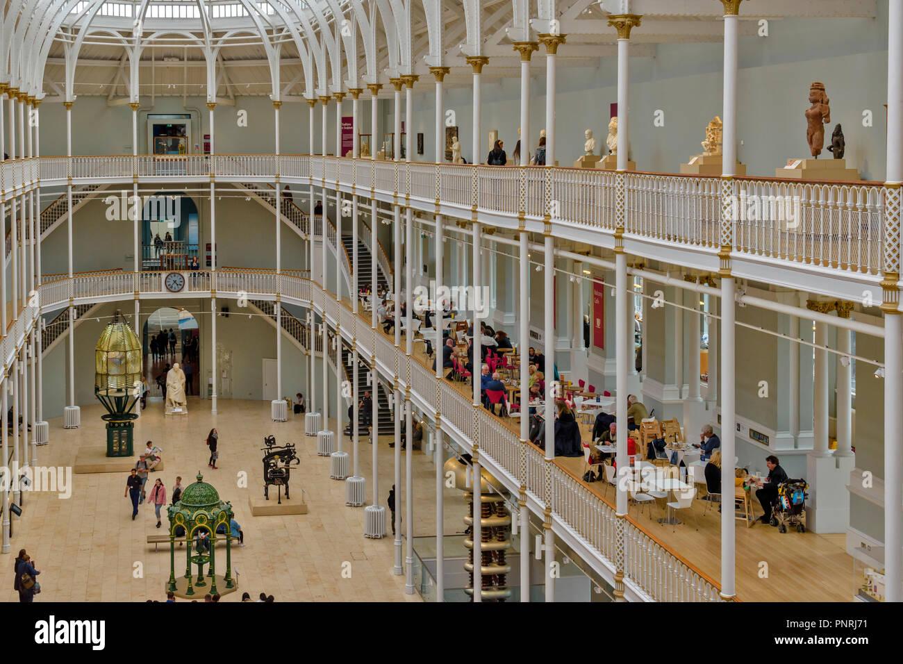 Edimbourg ECOSSE MUSÉE NATIONAL D'ÉCOSSE avec l'intérieur d'un balcon et d'une cafétéria Photo Stock