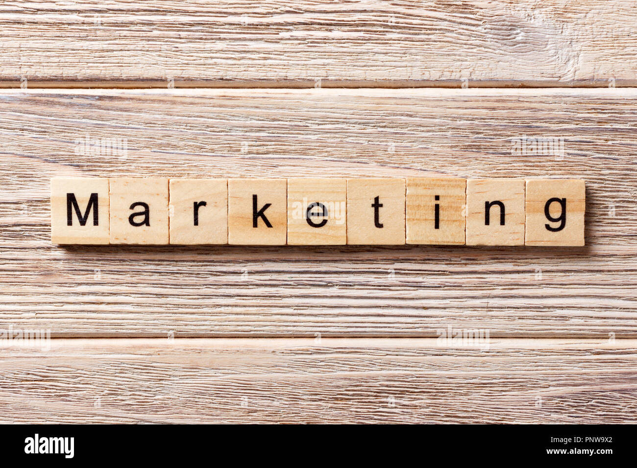 Mot Marketing écrit sur bloc de bois. Texte marketing sur table, concept. Banque D'Images