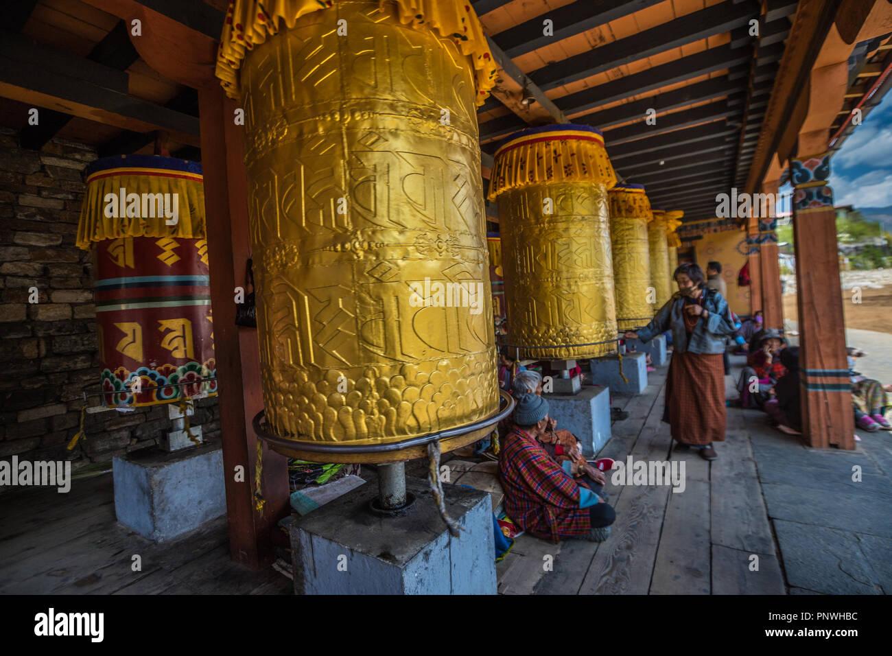Les roues de prière géant au Bhoutan Photo Stock