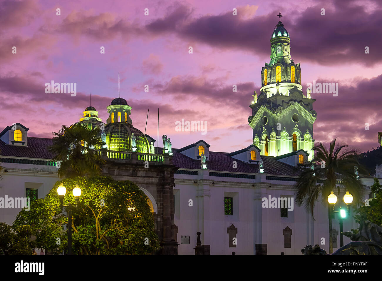 Coucher de soleil sur la cathédrale Metropolitana, Quito Photo Stock