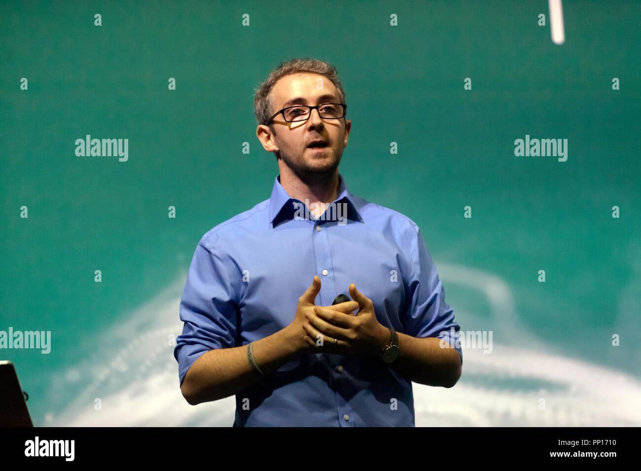 Physicien nucléaire, David Mahon expliquant comment les particules muons à partir de l'espace peut être utilisé pour illuminer secrets enfouis dans les pyramides et ailleurs, sur la scène de la technologie, au New Scientist vivre Photo Stock