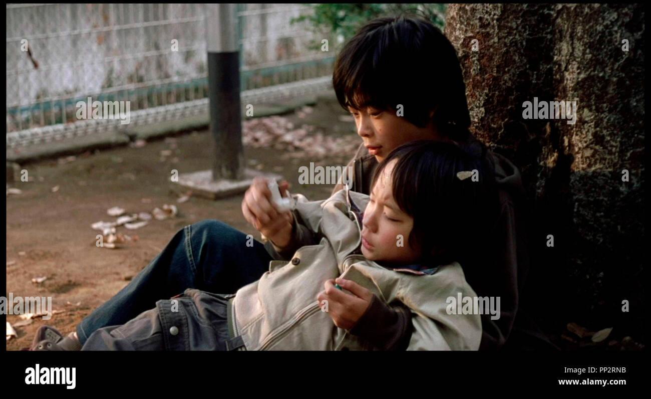 Prod DB © Film Django - EF - Fortissimo Films / DR Tokyo Sonata de Kiyoshi Kurosawa 2008 JAP./HOLL. avec Kai Inowaki enfant, chahuter, voler, soutenir Photo Stock