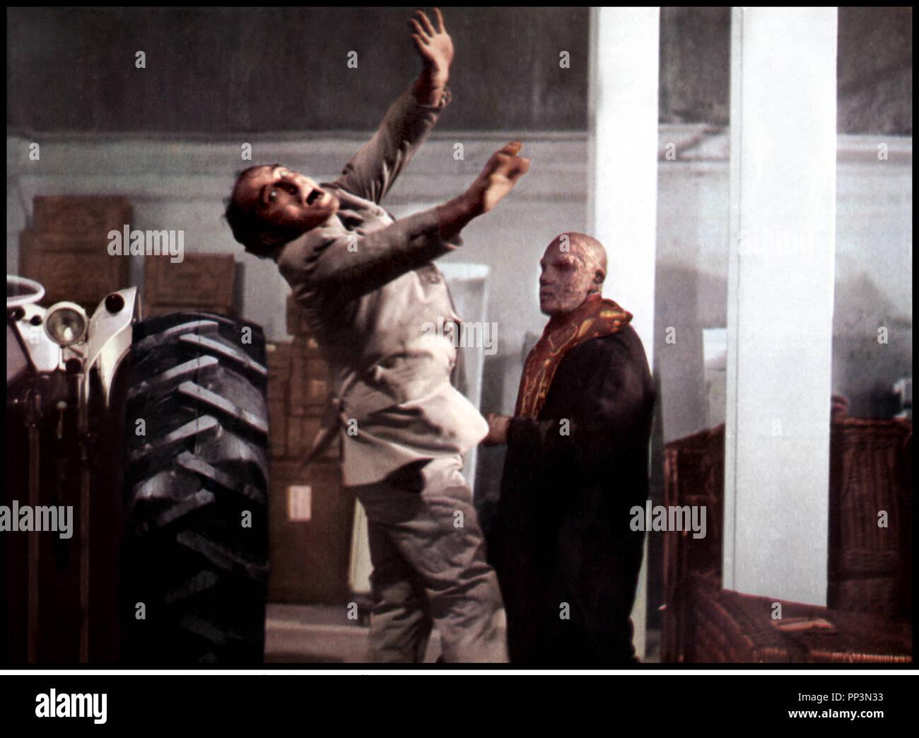 Prod DB © Mingyar C.P. / DR LA VENGEANCE DU ZOMBIE (VUDU) [ de Manuel Cano 1973 ESP avec Aldo Sambrel pouet, projeter, monstre, voler, tomber Photo Stock
