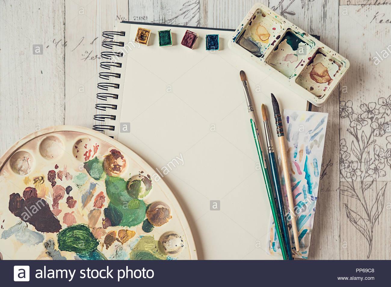 Blank page de scrapbook avec équipement d'aquarelles Photo Stock