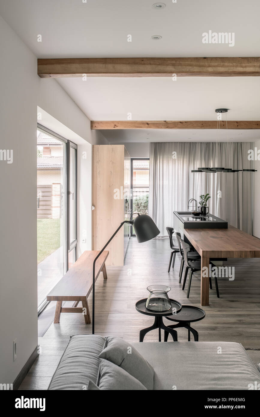 Intérieur En Style Moderne Avec Des Murs Blancs Des Poutres