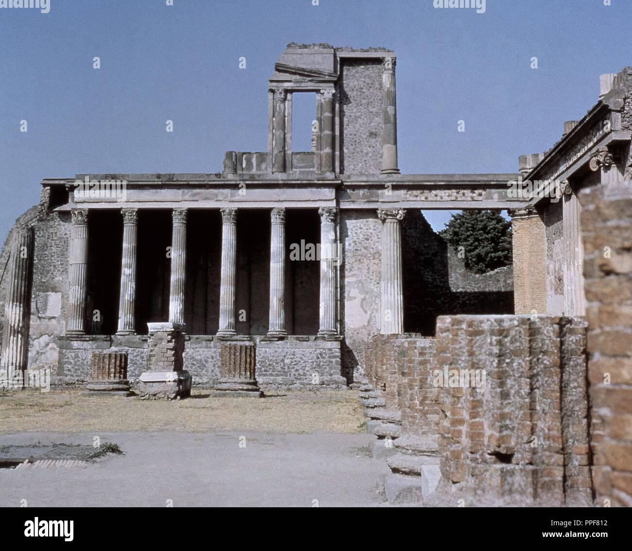 Basilique CONSTRUIDA EN EL AÑO 80 AC- AL FONDO EL TRIBUNAL DE JUSTICIA. Lieu: basilique. ITALIA. Banque D'Images