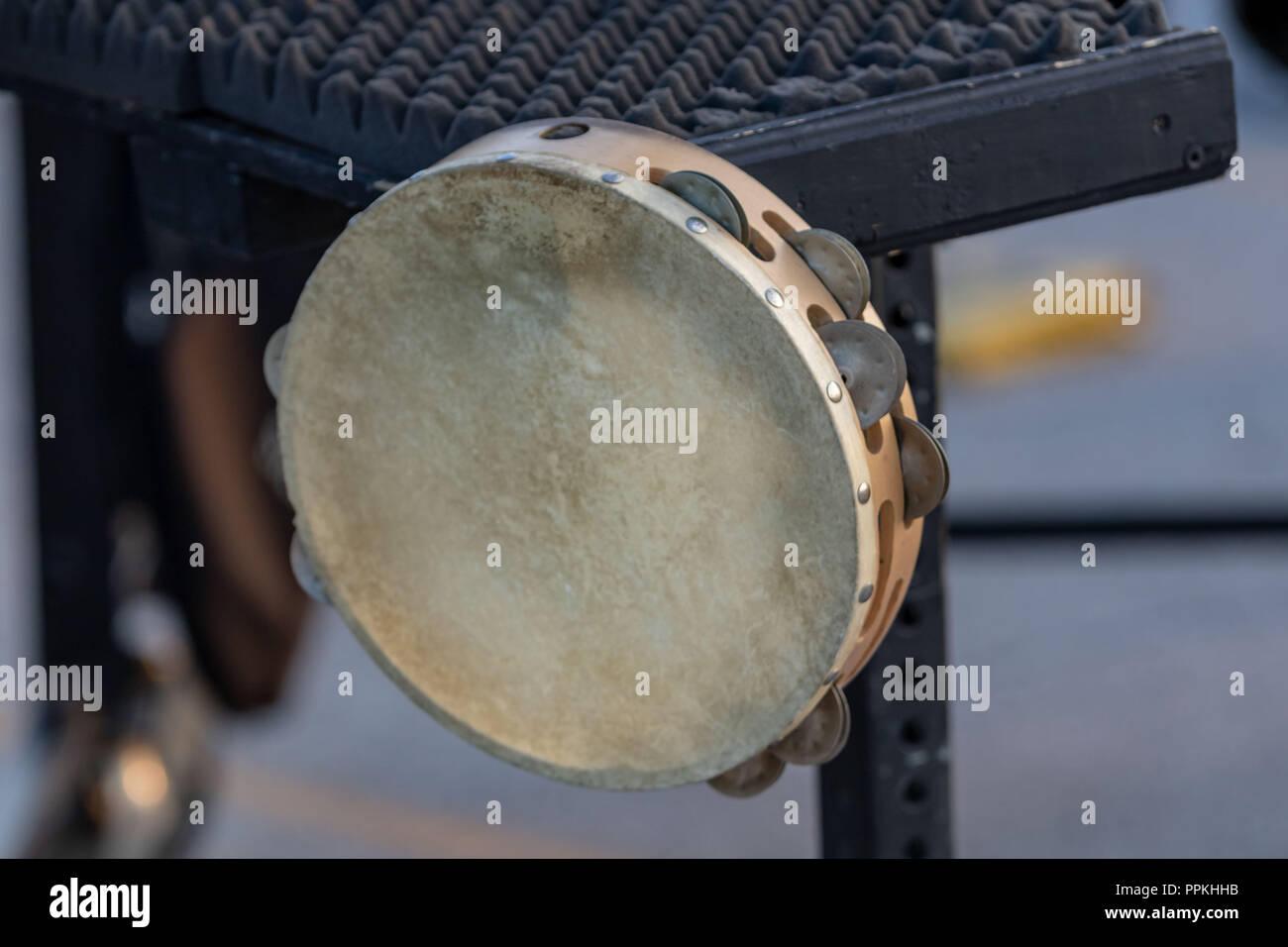 Le tambourin n'est habituellement pas un outil de la percussionniste sideline Photo Stock