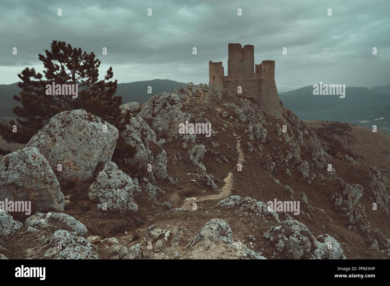 Château de Calascio dans les Abruzzes, Italie Banque D'Images