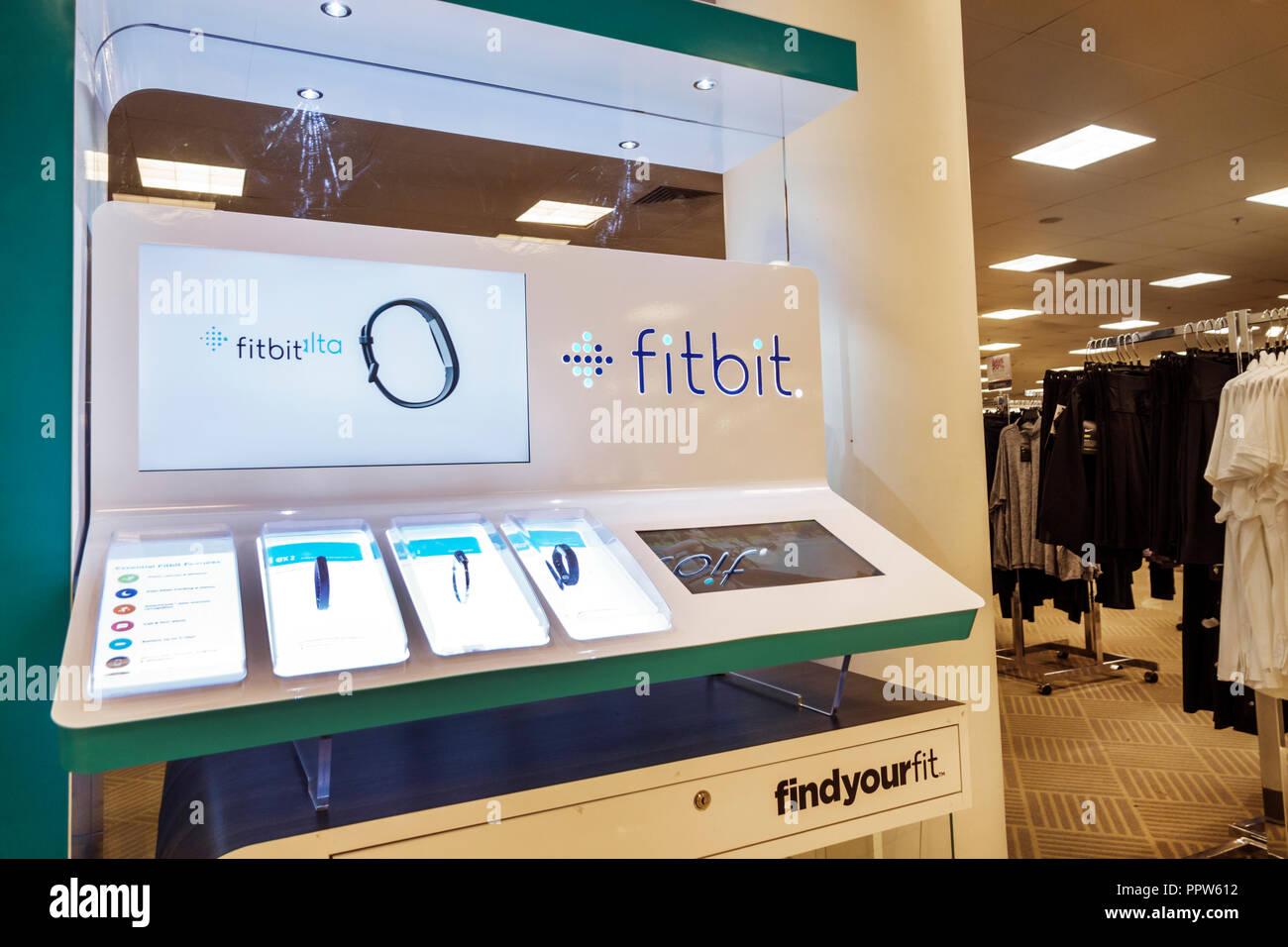 92055aac68 Floride Miami Dadeland Mall Kendall shopping du grand magasin Macy's à l' intérieur de la vente d'affichage kiosque Fitbit