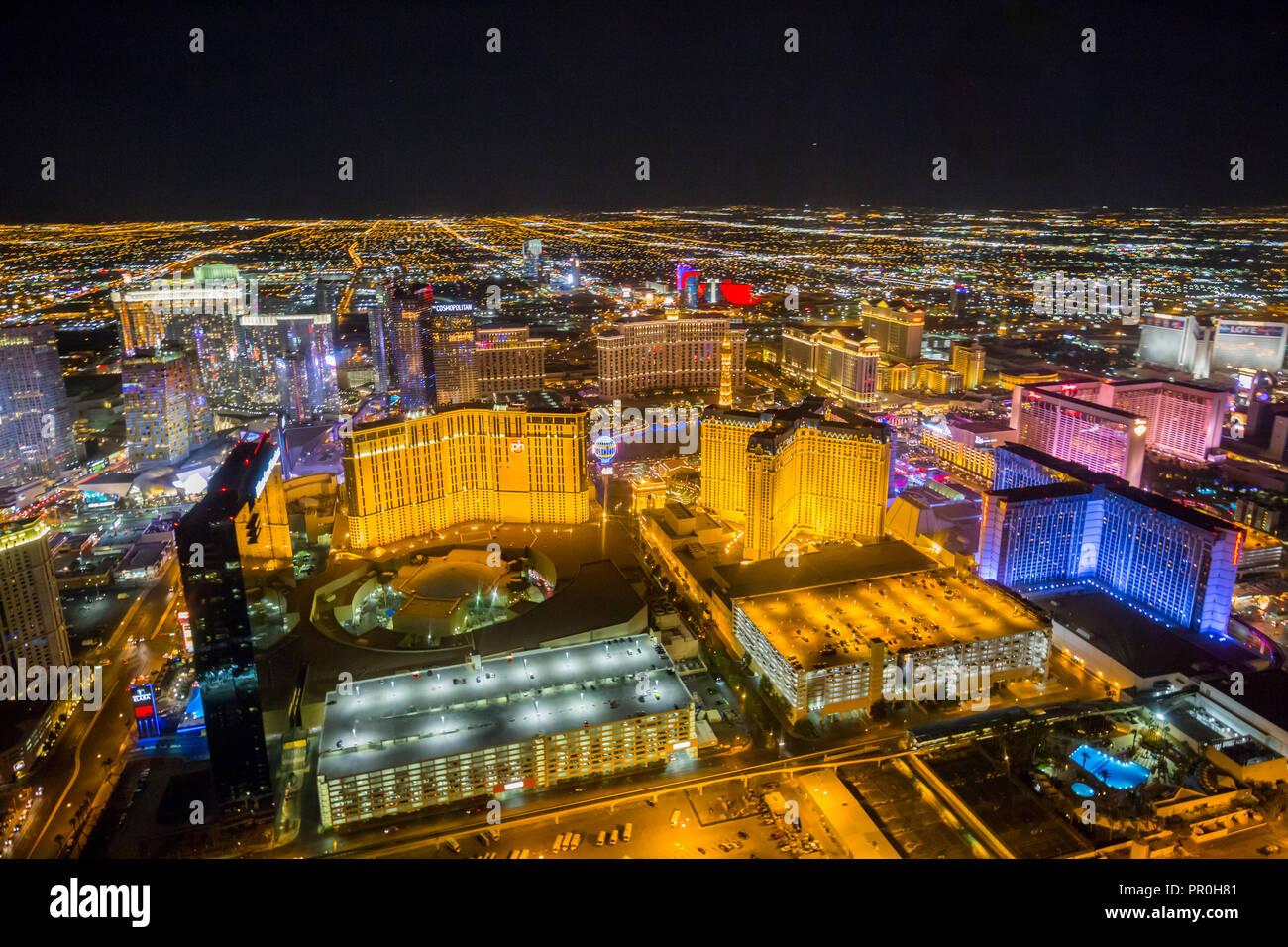 Vue sur Las Vegas et la bande à partir d'hélicoptères de la nuit, Las Vegas, Nevada, États-Unis d'Amérique, Amérique du Nord Banque D'Images