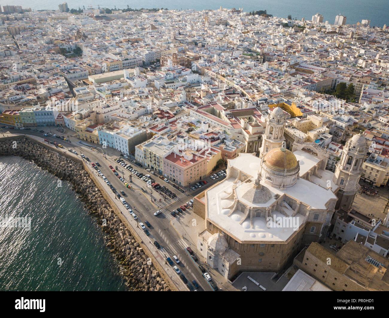Vue aérienne de la Cathédrale de Cadix, par drone, Cadix, Andalousie, Espagne, Europe Banque D'Images