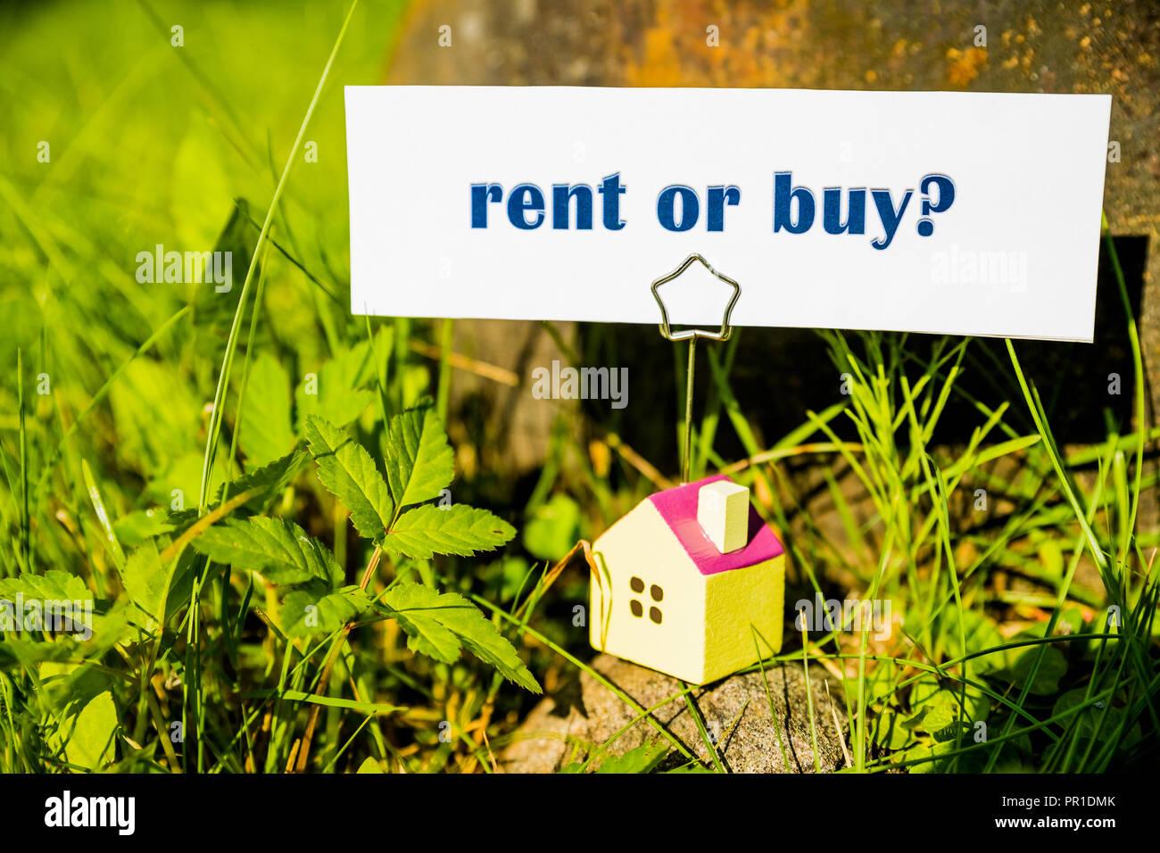 Carte De Visite Avec Un Message Acheter Ou Louer Et Petite Maison Sur La Nature Fond Vert Smart HouseHouse Model Assurancecourtier Agent Securite