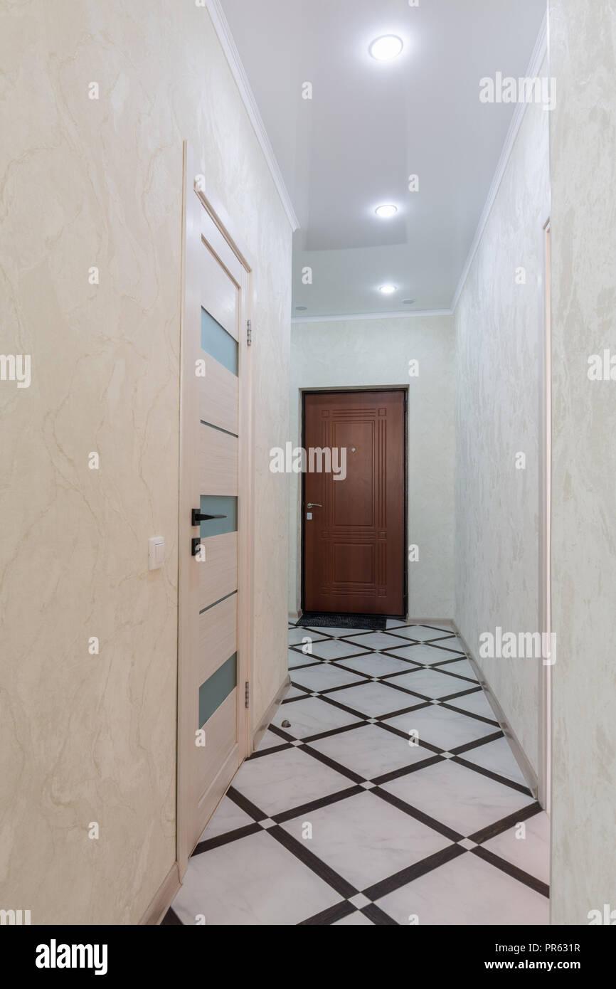 Long couloir dans l\'appartement Banque D\'Images, Photo Stock ...
