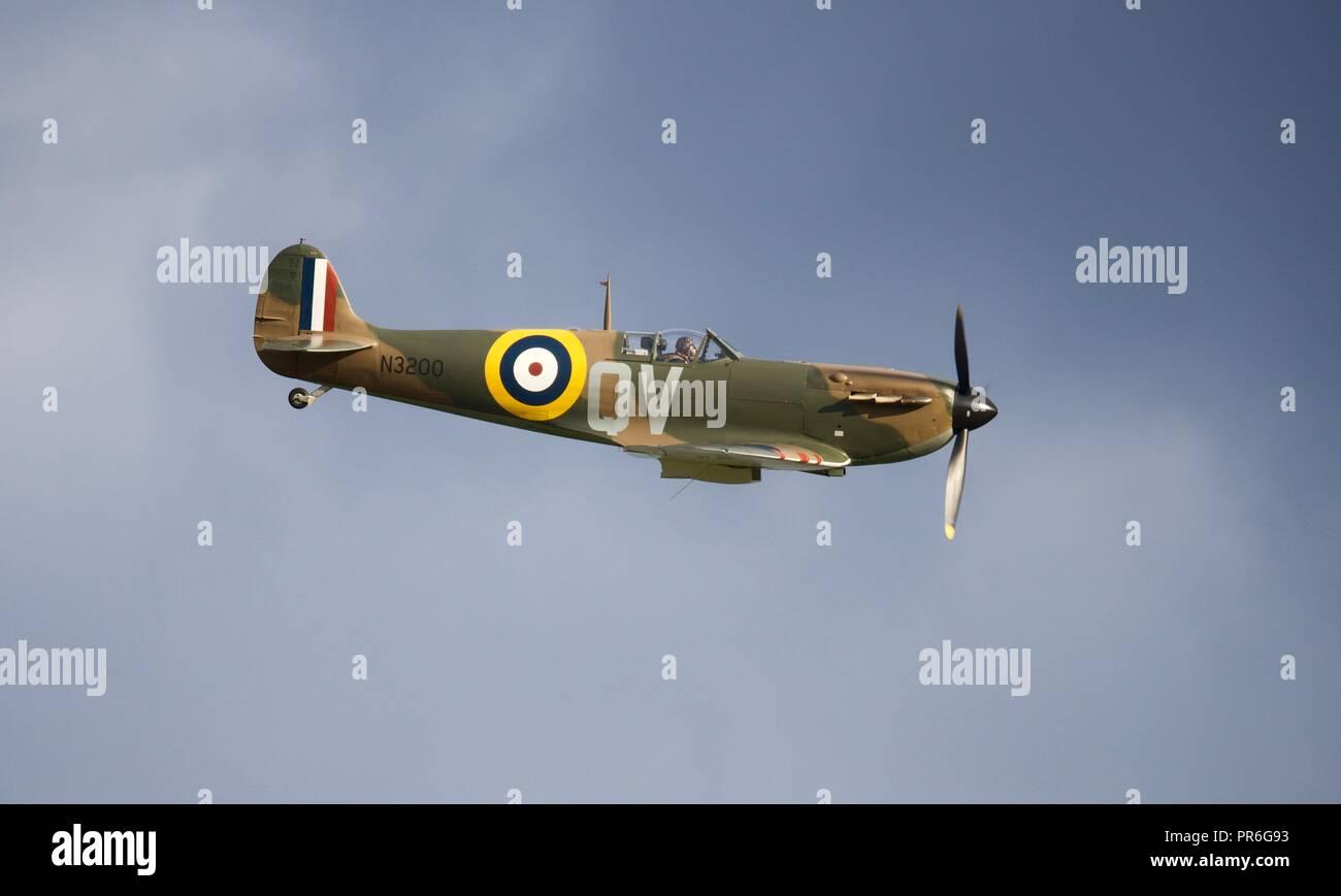 huge discount 1a021 f825b Supermarine Spitfire N3200 volant à la bataille d Angleterre IWM Duxford  Airshow célébrant les 100 ans de la Royal Air Force