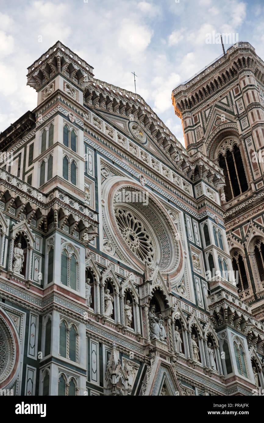 Façade et tour de Cathédrale Sainte Marie de fleur en Florence, Italie, Europe Photo Stock - Alamy