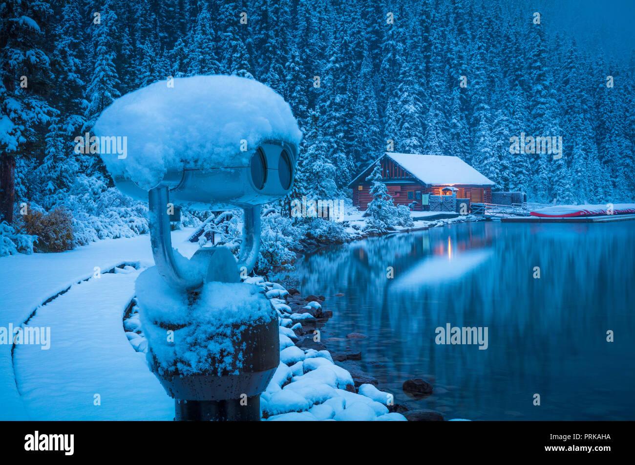 Lake Louise est un lac glaciaire dans le parc national de Banff en Alberta, Canada. Photo Stock