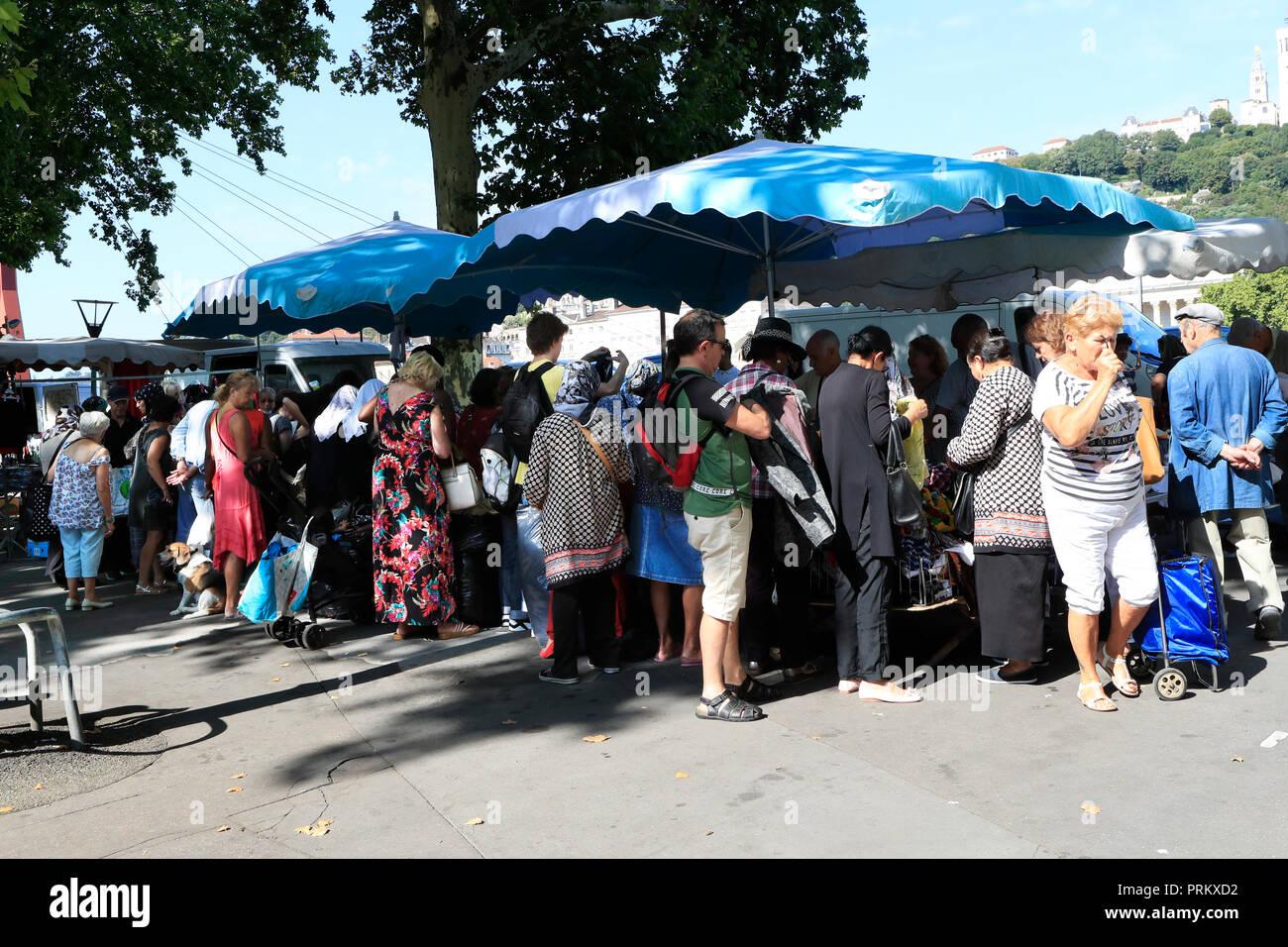 La rue du marché. Lyon. Rhone-Alpes. La France. Vie de tous les jours Photo Stock