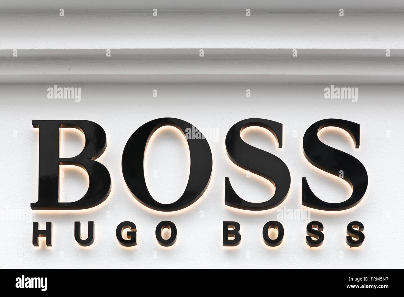 Oslo, Norvège - 27 août 2018   Hugo Boss signe sur un magasin. Hugo 2354da933de4