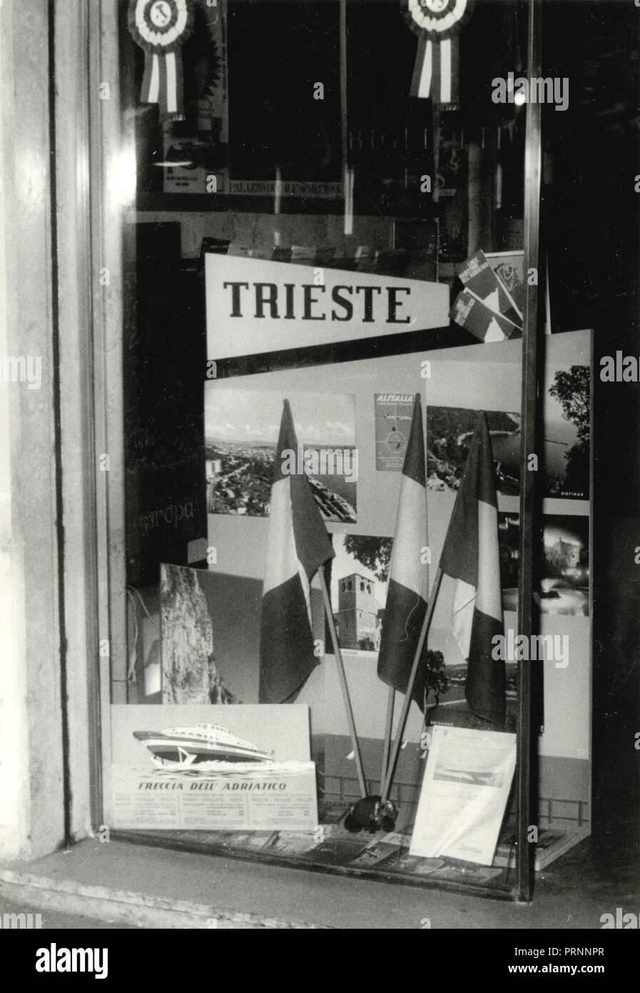 Publicité L'agence de voyage la ville de Trieste, Italie 1960 Photo Stock