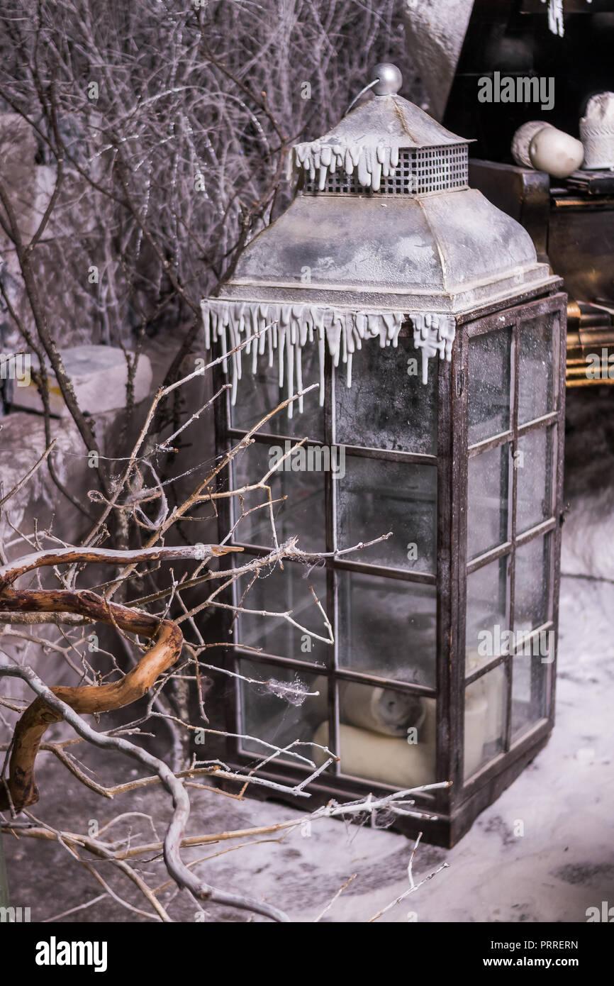 Deco De Noel Dans Le Jardin un noël lanterne sur le jardin d'hiver. style shabby et