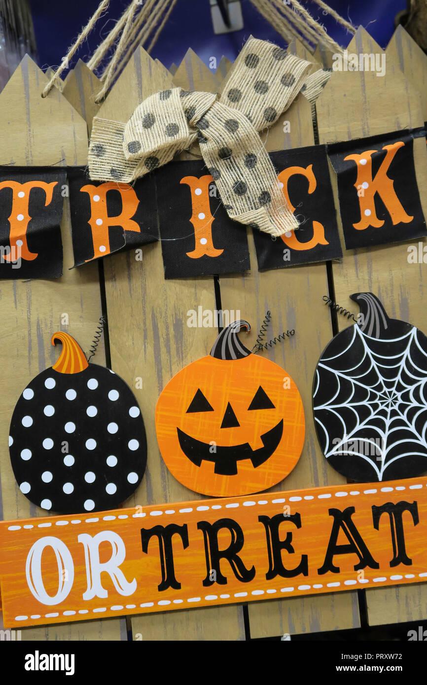 Decoration Halloween Vente.Decoration D Halloween En Vente Au Magasin De La Ville Parti Nyc Usa Photo Stock Alamy
