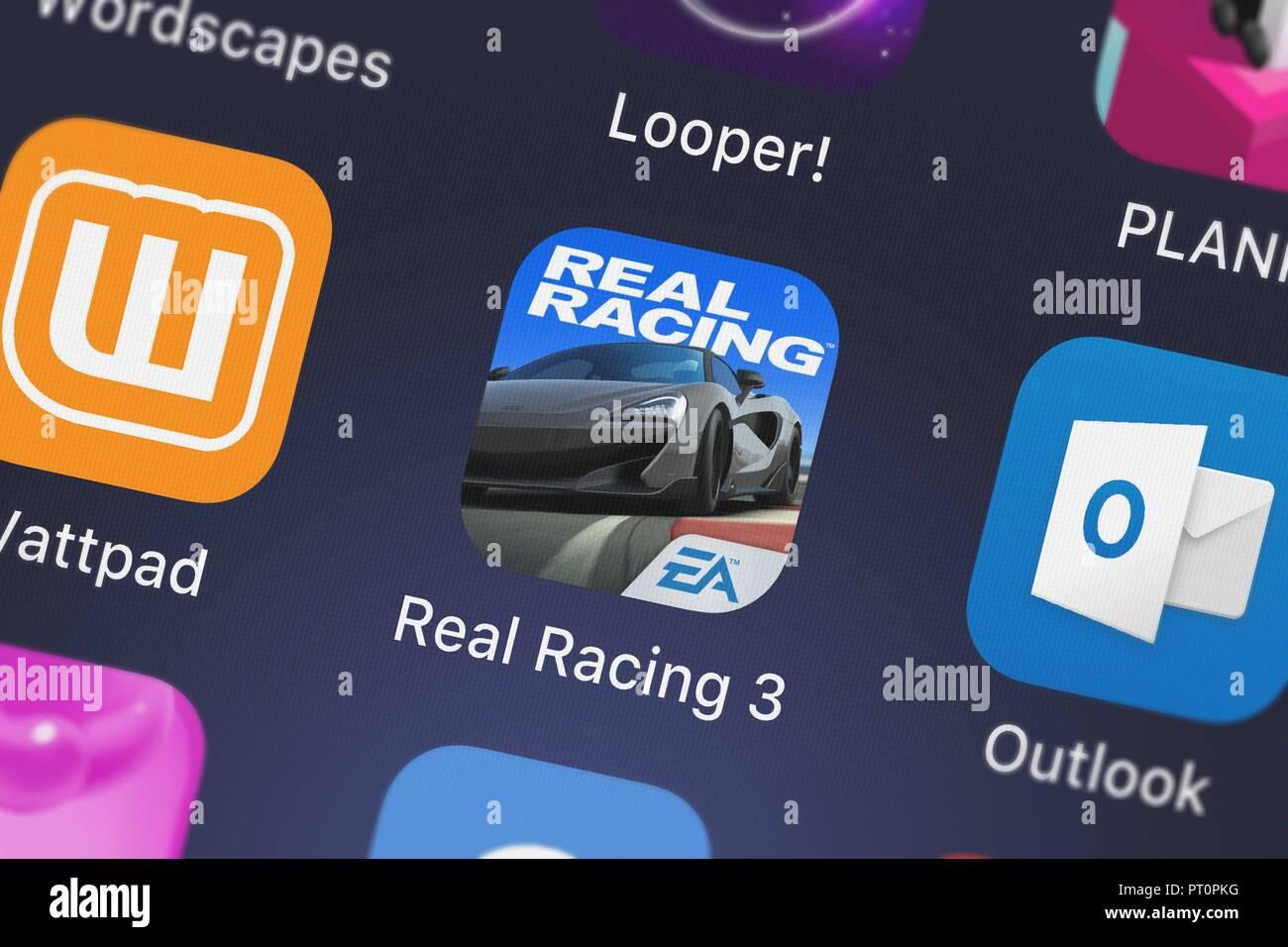 Londres, Royaume-Uni - Octobre 05, 2018: Capture d'Electronic Arts mobile app Real Racing 3. Banque D'Images