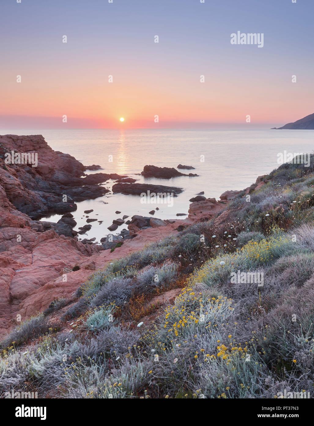 L'humeur du soir à Capu Rossu, d'Arone, Corse, France Banque D'Images