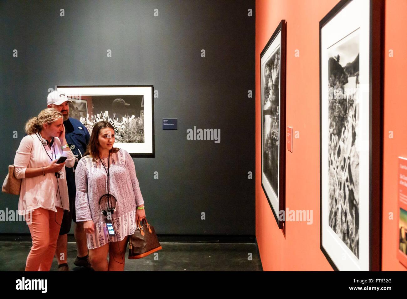 Fleuve Saint Petersburg Floride musée Salvador Dali surréalisme art interior Clyde Butcher grand format photographe photos noir & blanc Visions Da Photo Stock