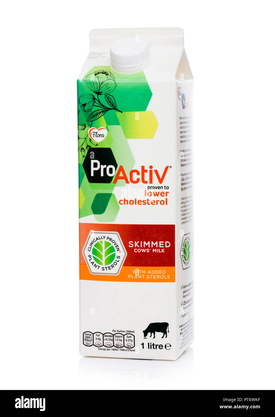 Londres, Royaume-Uni - Octobre 05, 2018: Pack de lait écrémé Flore Pro Activ Cholestérol faible sur blanc. Photo Stock