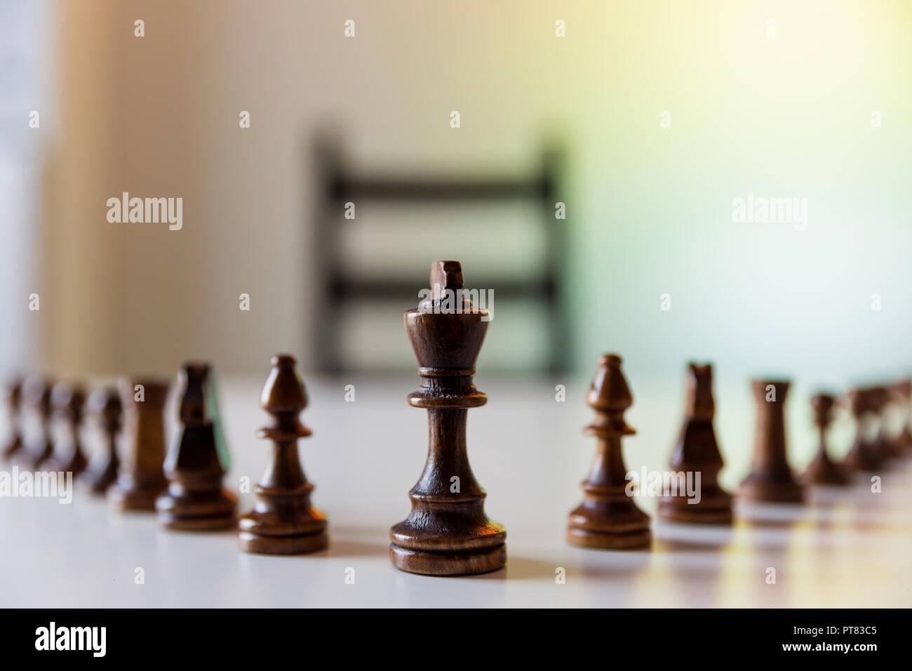 Stratégie de planification avec des chiffres sur la table. La stratégie, le leadership et le travail d'équipe concept. Banque D'Images