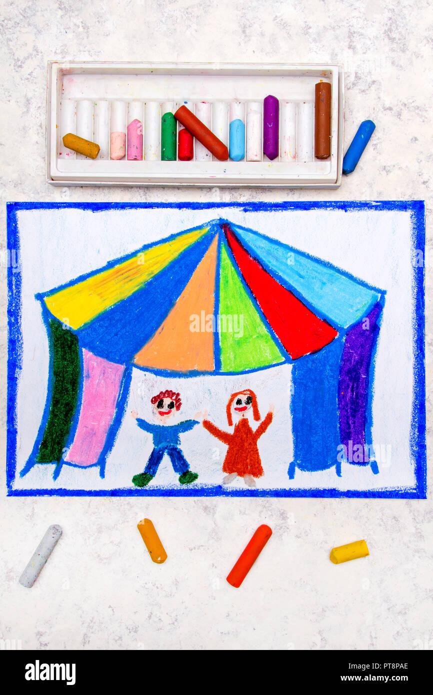 Dessin Et Couleur Tente De Cirque Et Des Enfants Heureux