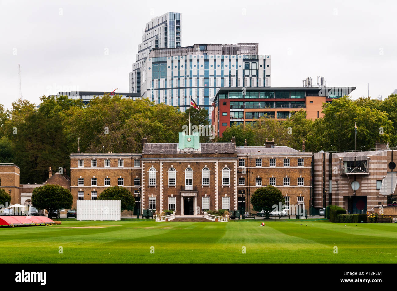 La maison d'accueil de l'honorable compagnie d'artillerie derrière le jardin d'artillerie cricket ground à Londres. Photo Stock