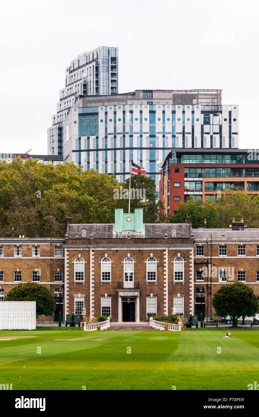La maison d'accueil de l'honorable compagnie d'artillerie derrière le jardin d'artillerie cricket ground à Londres. Photo Stock