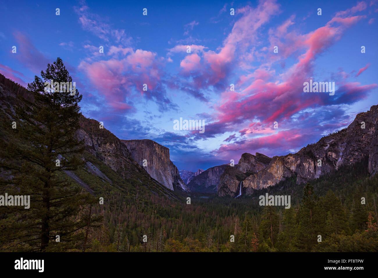 Juste après le coucher du soleil à vue de tunnel dans la région de Yosemite National Park Banque D'Images