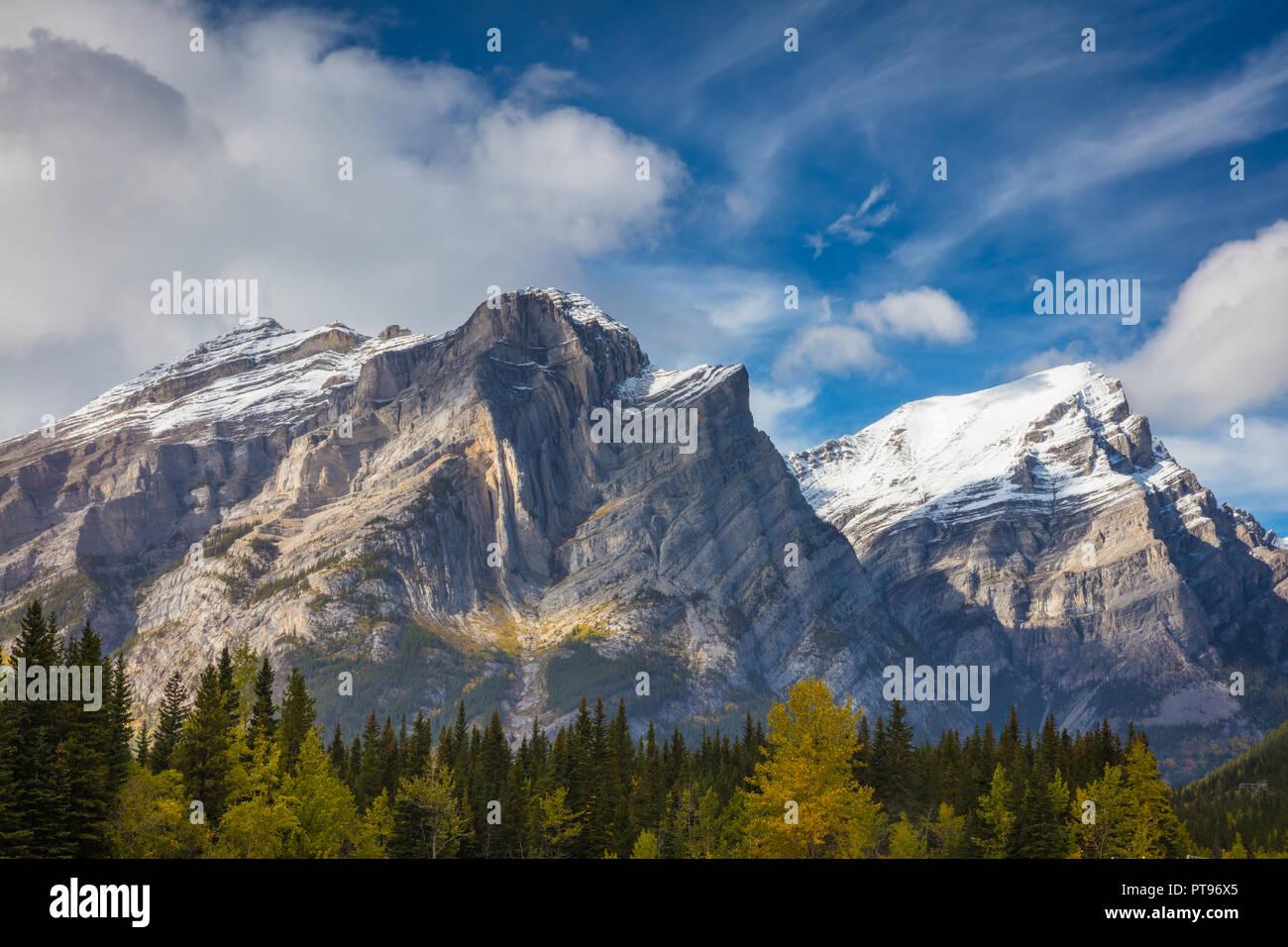 La région de Kananaskis est un système de stationnement situé à l'ouest de Calgary, Alberta, Canada dans les contreforts et les chaînons frontaux des Rocheuses canadiennes. Photo Stock