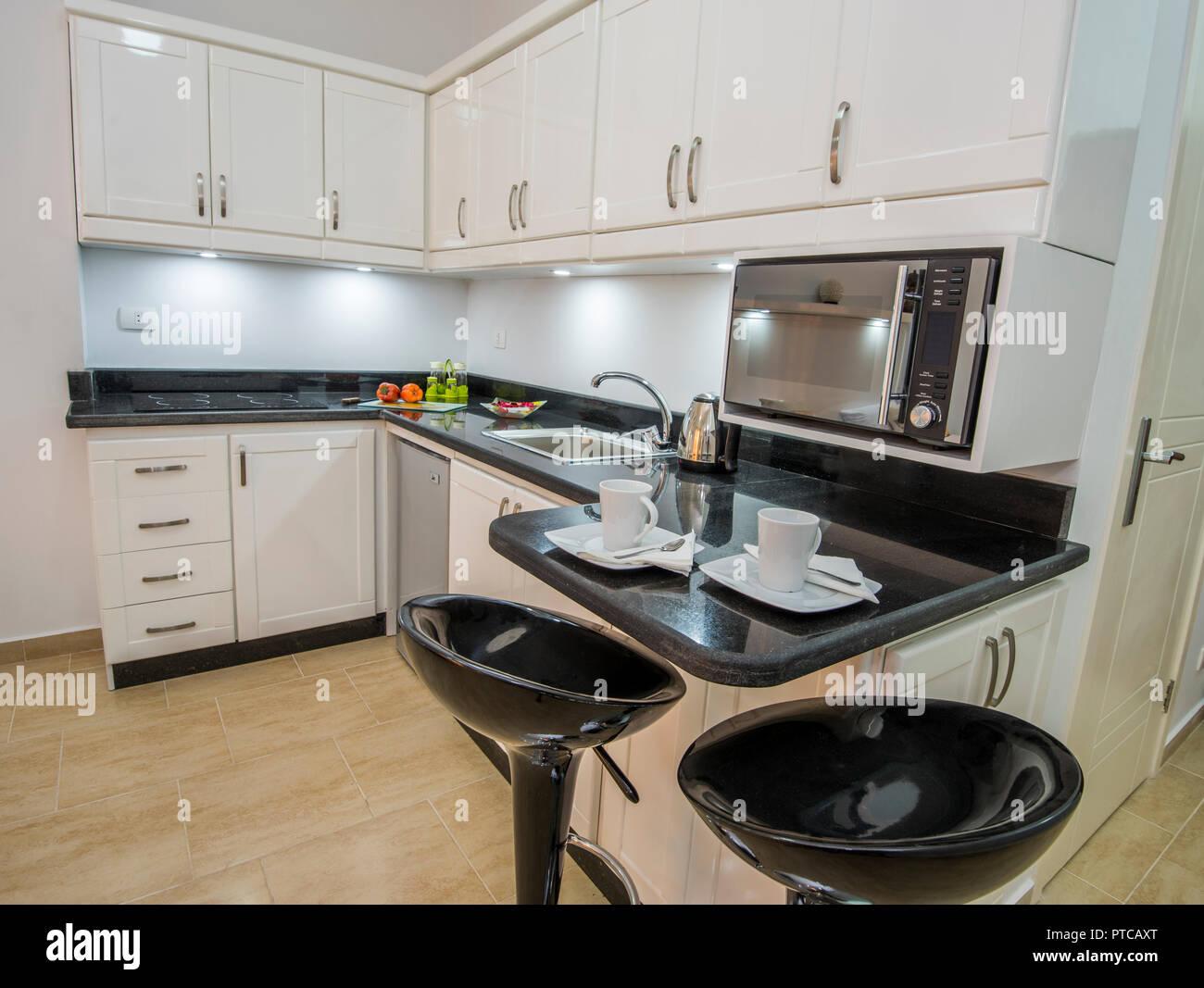 Décoration design d\'intérieur montrant cuisine moderne et ...
