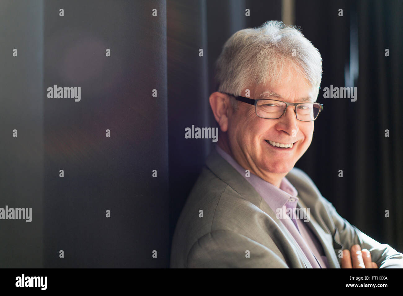 Portrait souriant, confiant senior businessman Photo Stock