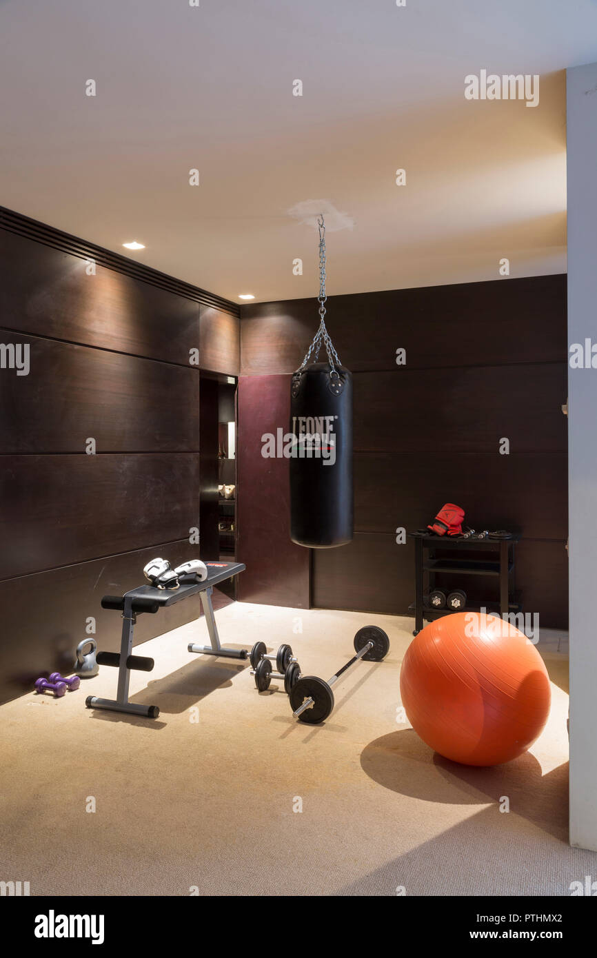 Salle De Sport Privée salle de sport dans un appartement privé banque d'images
