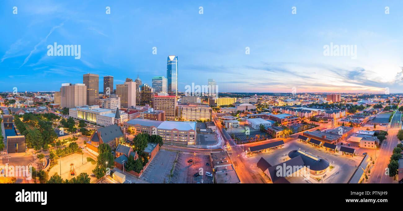 Oklahoma City, Oklahoma, USA Centre-ville au crépuscule. Photo Stock