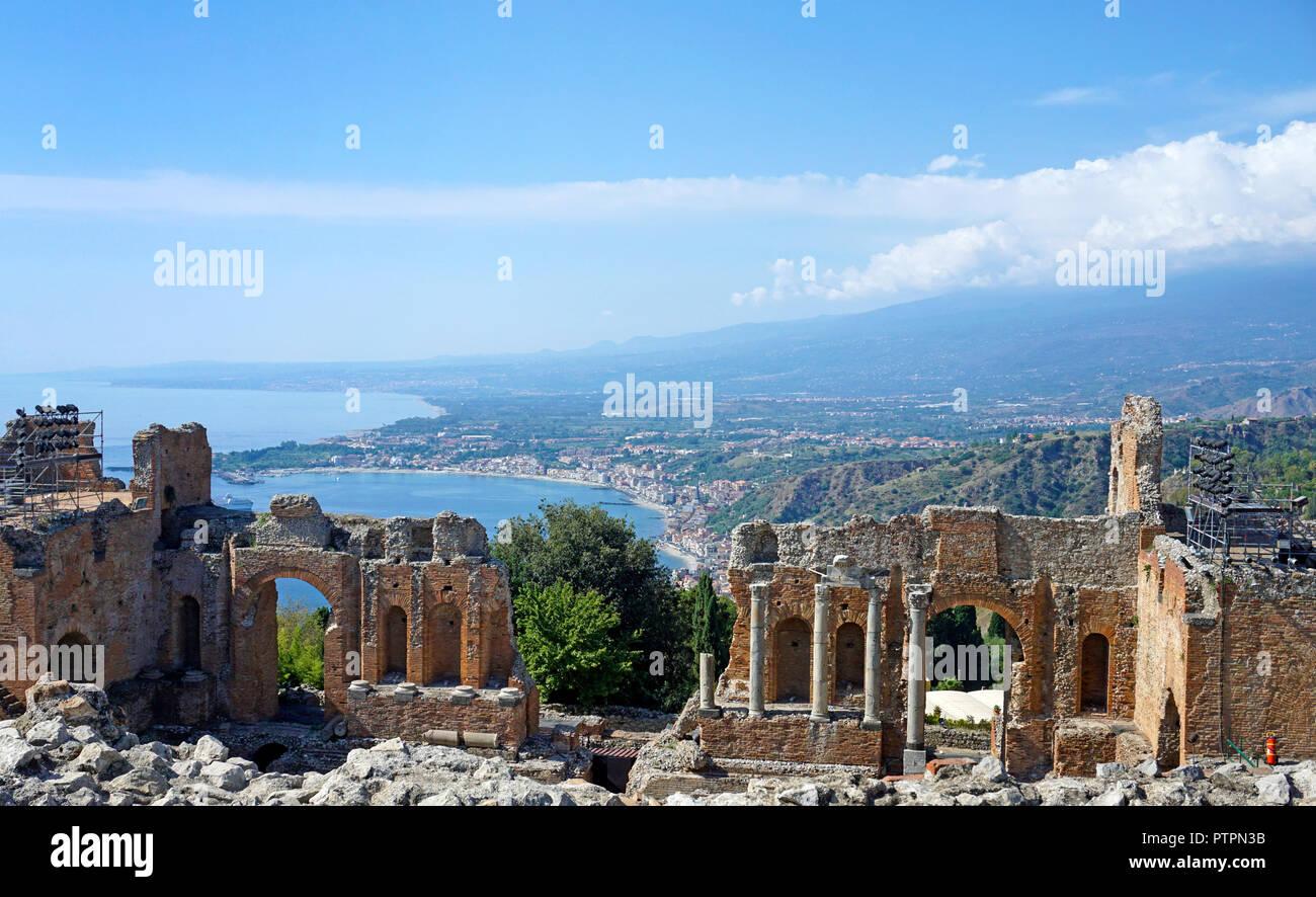 L'ancien théâtre gréco-romain de Taormina, Sicile, Italie Banque D'Images