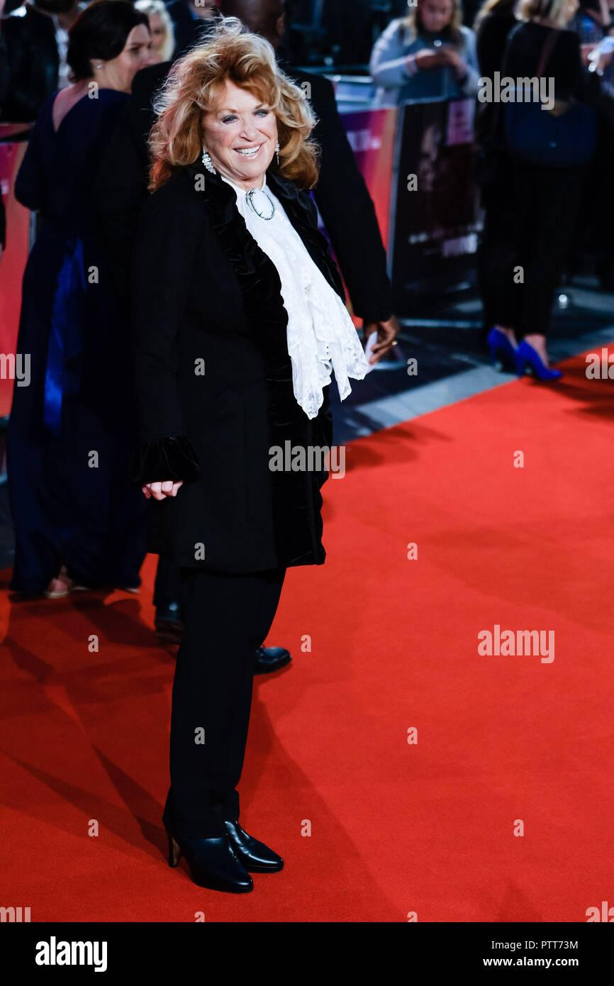 Londres, Royaume-Uni. 10 octobre, 2018. Writer Lynda La Plante à la London Film Festival Soirée d'ouverture de veuves projection de gala le mercredi 10 octobre 2018 tenue au Cineworld Leicester Square, Londres. Sur la photo: Lynda La Plante. Credit: Julie Edwards/Alamy Live News Photo Stock