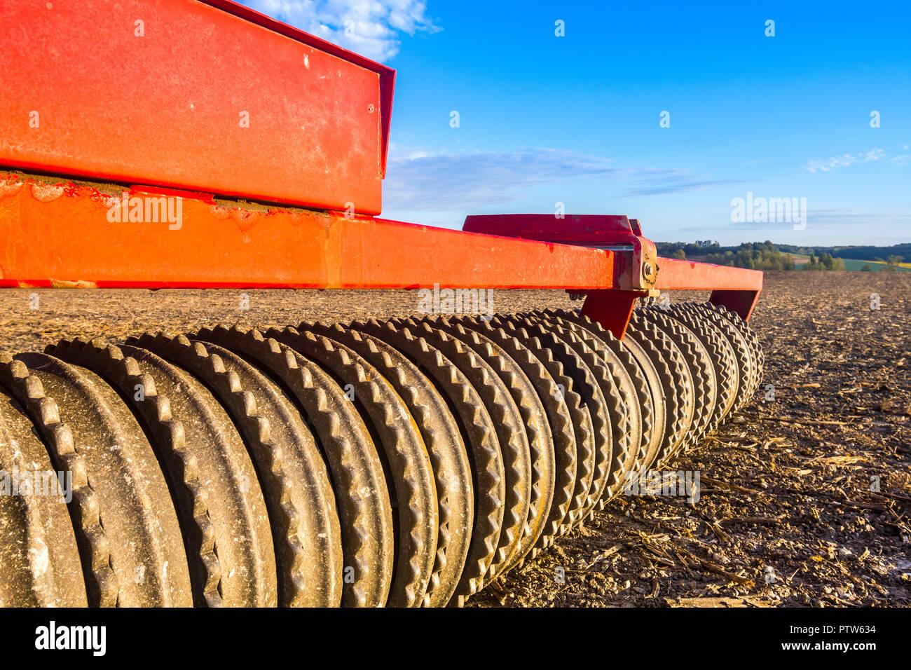 Détail de rouleau dentelée sur machines agricoles. Photo Stock
